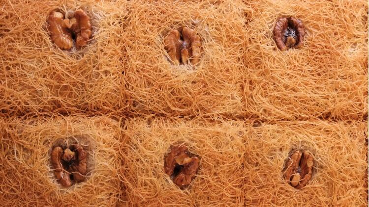 Cevizli kadayıf tatlısı nasıl yapılır? Çıtır çıtır cevizli tel kadayıf tarifi