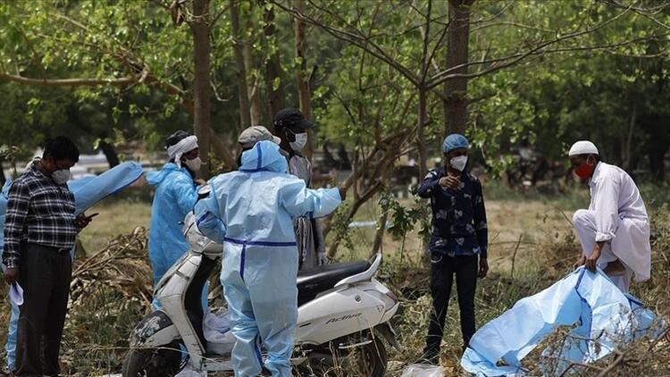Hindistan'da Kovid-19 salgınında günlük vaka sayısı 234 bini aştı
