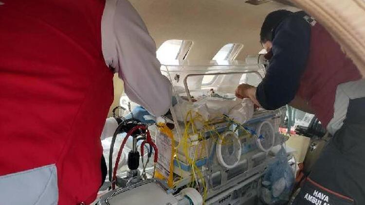 Kalp hastası iki bebek, ambulans uçakla sevk edildi