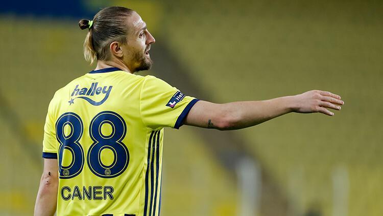 Medipol Başakşehir - Fenerbahçe maçında Ömer Ali Şahiner'le Caner Erkin arasında gerginlik
