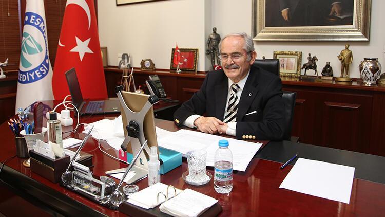 Eskişehir Büyükşehir Belediye Başkanı Yılmaz Büyükerşen'e 'yılın sanat insanı' ödülü