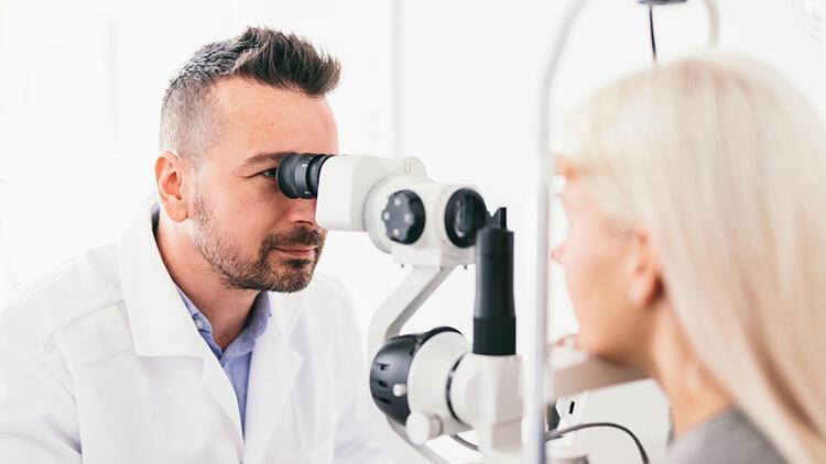 Covid-19 pandemisi göz lazer ameliyatına olan ilgiyi neden artırdı?