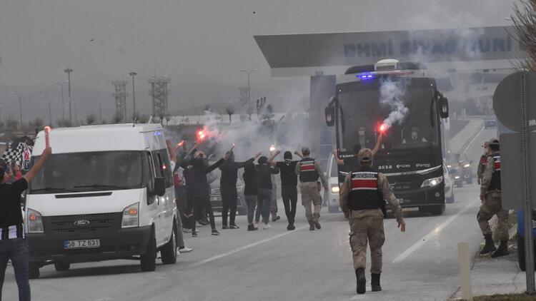 Lider Beşiktaş'a Sivas'a coşkulu karşılama