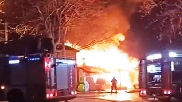 Sakarya'da korkutan yangın! Restoran kullanılamaz hale geldi