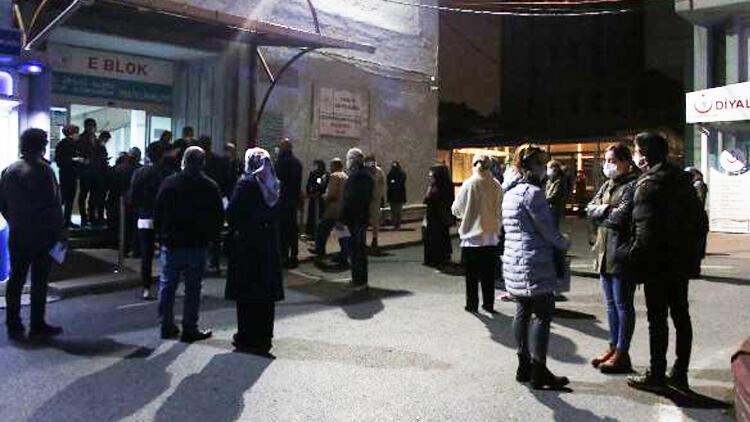İstanbul'da iftar sonrası koronavirüs aşısı için hastane önünde kuyruk