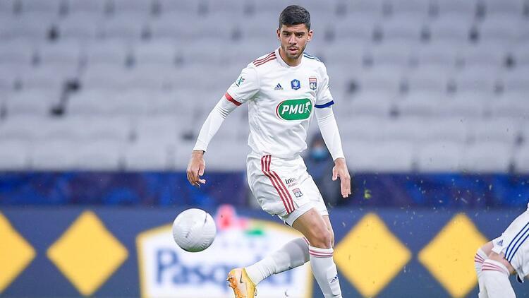 Lyon'da forma giyen ilk Türk futbolcu Cenk Özkacar