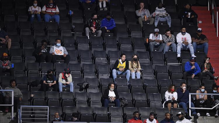 Washington'da NBA taraftarları aylar sonra salonda canlı maç izledi