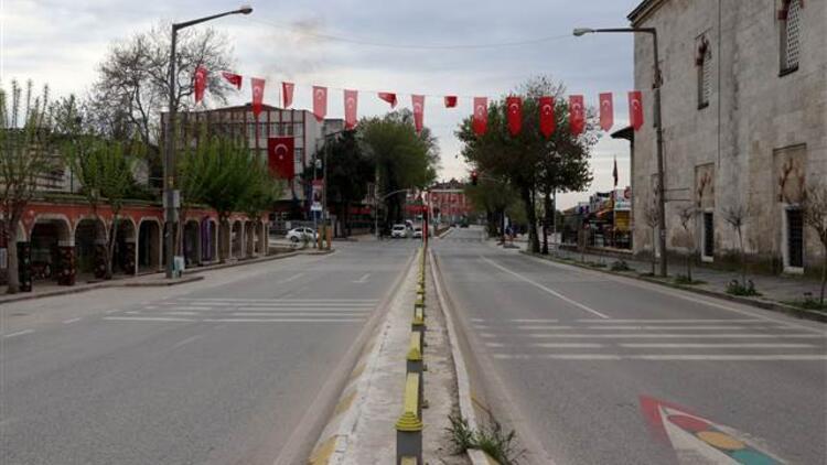 Kısıtlama nedeniyle sokaklar sessizliğe büründü