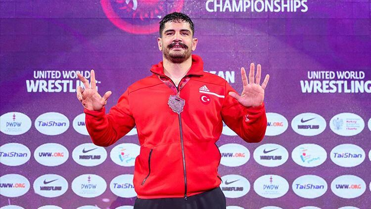 """Taha Akgül, """"Avrupa güreş tarihine"""" geçti"""