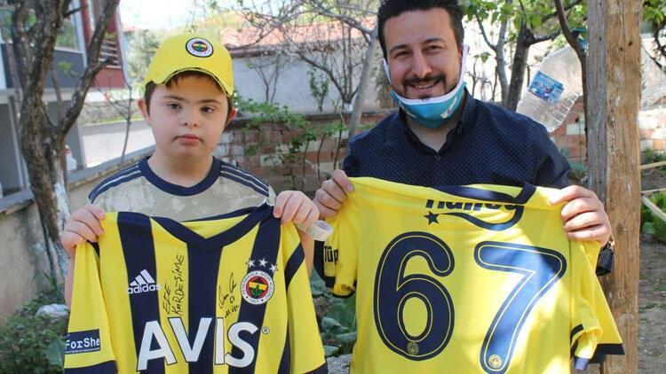 Mesut Özil, down sendromlu Efe Şahine imzalı forma gönderdi