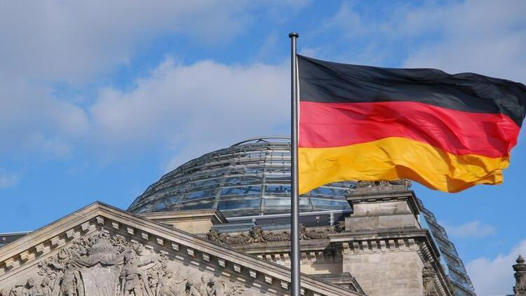Almanya ekonomisi küçüldü