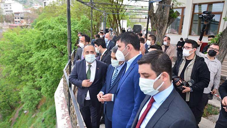 Çevre ve Şehircilik Bakanı Kurum, Tuncelide cemevini ziyaret etti