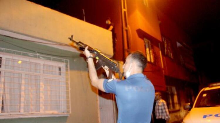 Pompalı tüfekle polisten kaçan şüpheli, damda yakalandı