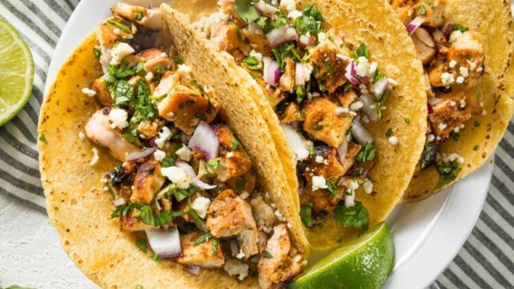 Ev Yapımı Tavuklu Taco Tarifi