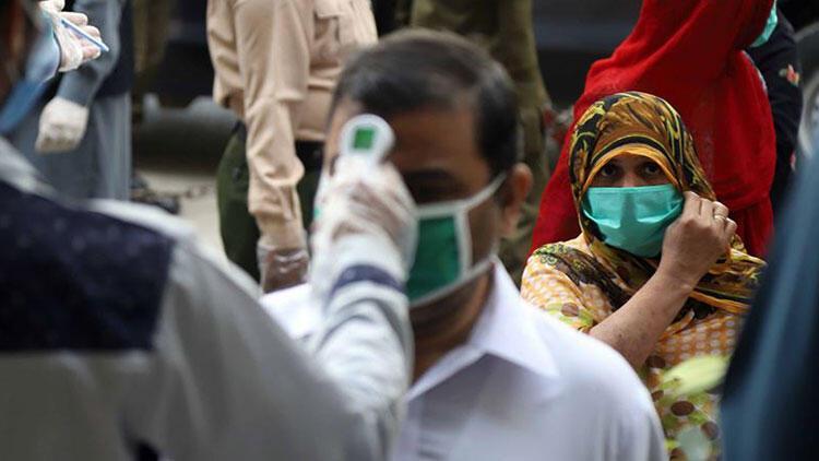 Pakistan, Kovid-19 önlemleri kapsamında 2 ülkeye sınırlarını kapadı
