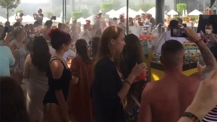 Antalya'da 'hınca hınç' korona partisi!