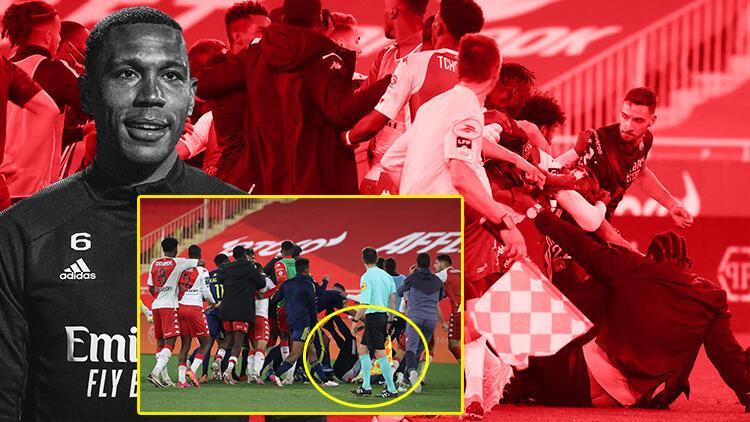 Son Dakika: Monaco - Lyon maçı son düdükten sonra savaş alanına döndü! Yumruk yumruğa kavga...