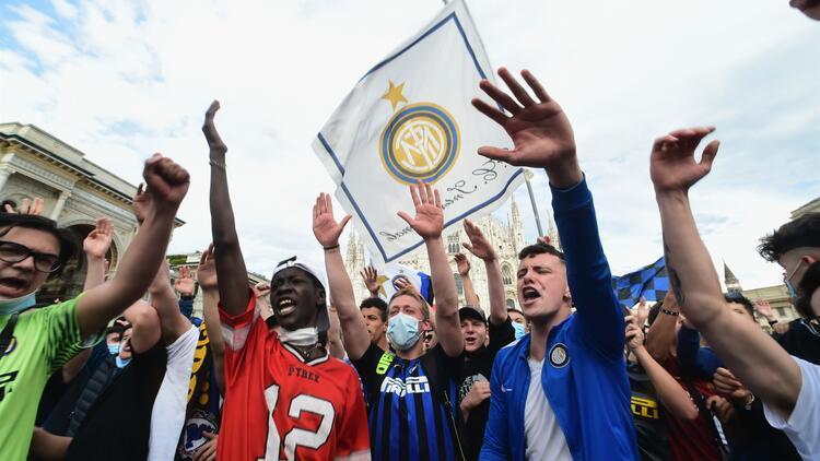 Inter'in şampiyonluk kutlamaları tartışma konusu! Kovid-19 önlemleri ihlal edildi...