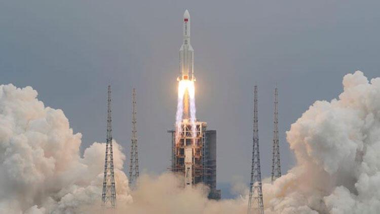 Çin'in roketi kontrolden çıktı: Dünya'ya düşüyor!