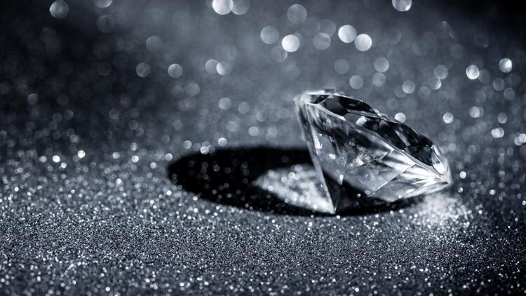 Pandora saf elmas kullanmayı bırakıyor