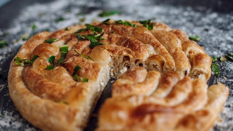 Çarşaf böreği nasıl yapılır? Çarşaf böreği malzemeleri ve tarifi