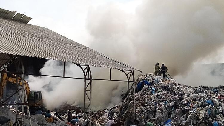 Bursa'da, geri dönüşüm tesisinde yangın