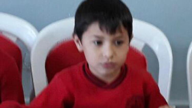 8 yaşındaki Ahmet Erdem Göçer top oynarken fenalaşıp hayatını kaybetti