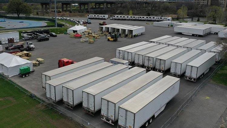 ABD, koronavirüsten ölenleri 1 yıldır soğutucu kamyonlarda bekletiyor!