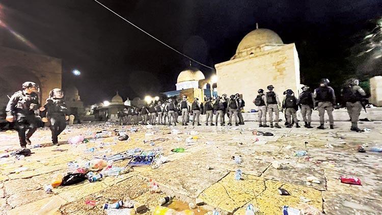 İsrail polisinden Mescid-i Aksa'da ses bombalı müdahale