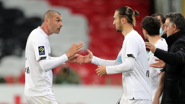 """Fransız basınından Burak Yılmaz'a övgüler! """"Lille, onun sayesinde şampiyonluğa doğru ilerliyor..."""""""