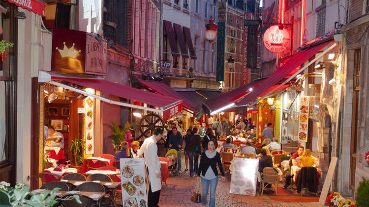 Belçika'da restoran ve kafeler açıldı