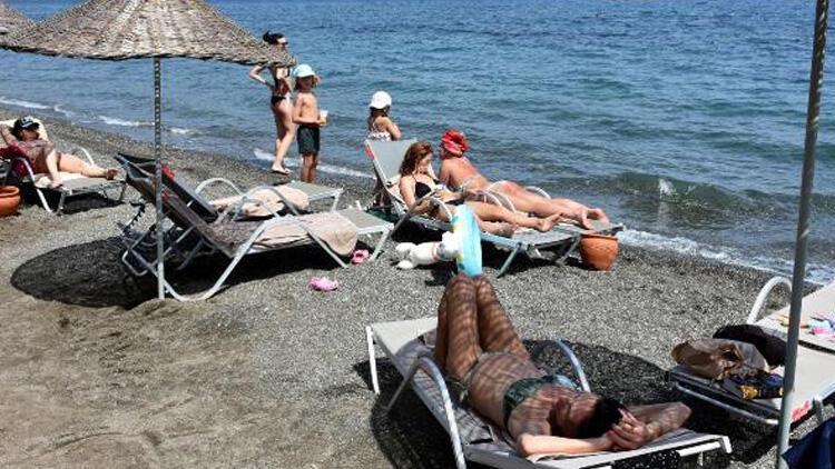 Marmaris'te turistler sahillere akın etti!