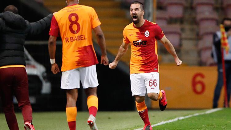 Galatasaray - Beşiktaş derbisinde Arda Turan 11 yıl sonra bir ilki yaşadı