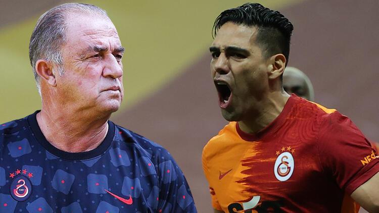 Galatasaray'da Fatih Terim ustalara sarıldı