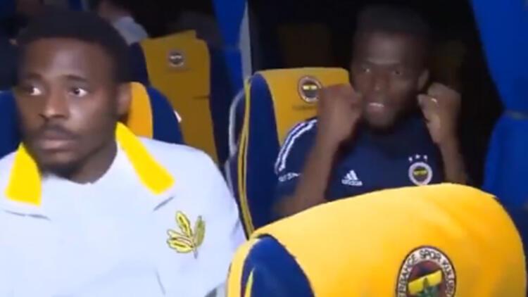 Son Dakika: Fenerbahçe takım otobüsünde o an! Röportaj esnasında gol sevinci...