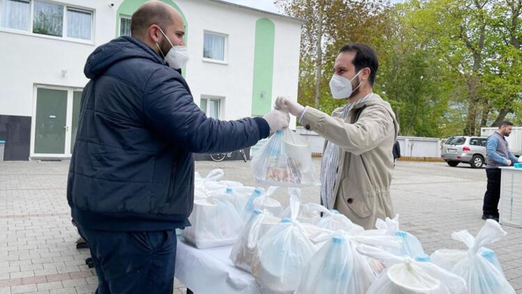 500 paket iftarlık dağıttılar