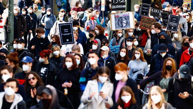 Berlin'de polis şiddeti protesto edildi