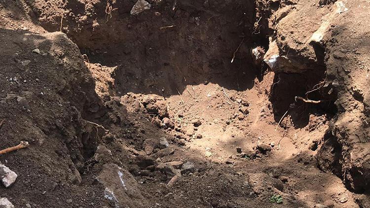 Adıyaman'da çiftçi toprağa gömülü insan kafatası ve kemik buldu