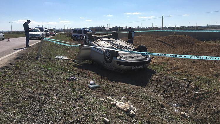 Konya'da toprak yığınına çarpıp, takla atan otomobilin sürücüsü hayatını kaybetti