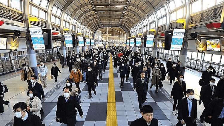 Japonya'da Kovid-19'a karşı uzayan OHAL sebebiyle Başbakan Suga özür diledi