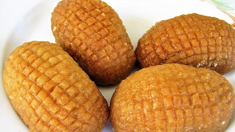 Ege bölgesinin en sevilen bayram tatlılarından; zeytinyağlı kıtır kalburabastı tatlısı …