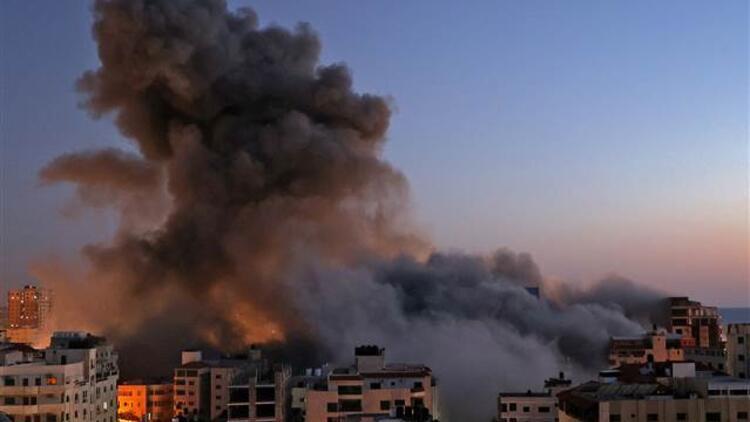 İsrail katliamlarına bir yenisini ekledi! TİKA ofisinin yakınlarındaki bina yerle bir oldu!