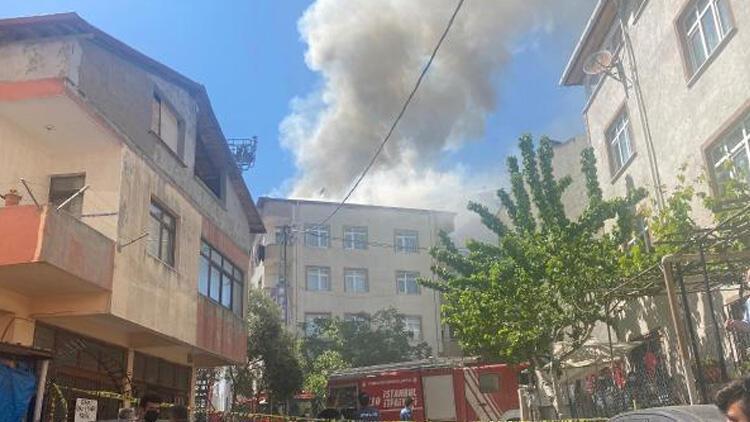 Pendik'te 5 katlı binanın çatısında yangın!
