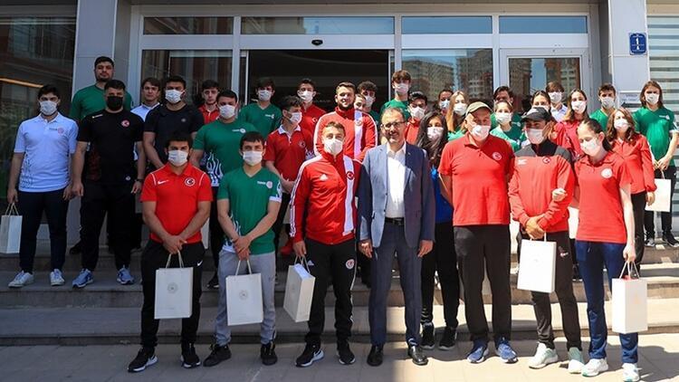 Bakan Kasapoğlu, olimpik ve paralimpik sporcularla bayramlaştı