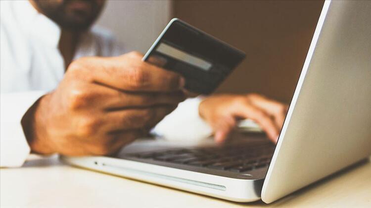 """İnternetten alışverişte tüketiciler """"mobil uygulamaları"""" tercih etti"""