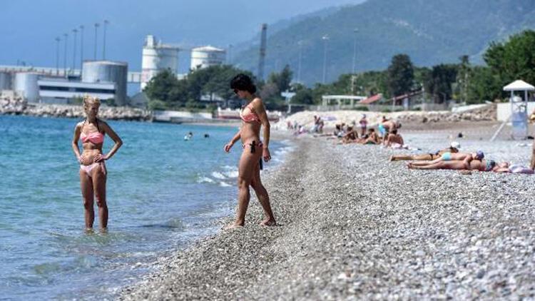 Bayramın son gününde de turistler sahillere akın etti