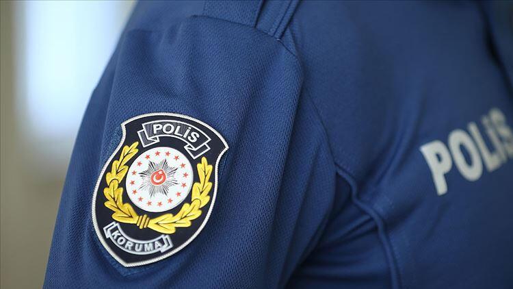 Adana'da bir otomobilde uyuşturucu hap ele geçirildi