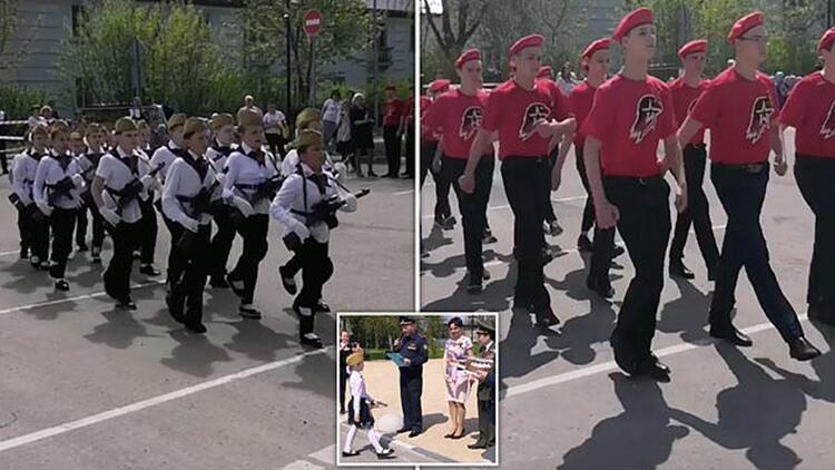 Rusya'da ilginç geçit töreni: Çocuklar asker gibi yürütüldü!