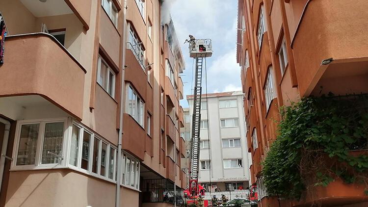 Çekmeköy'de evde çıkan yangında 2 kişi dumandan etkilendi
