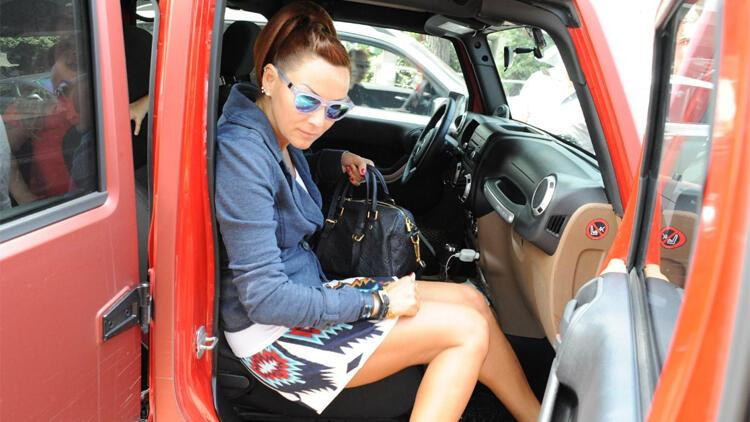 Pınar Altuğ neden hep mini etek giyiyor?